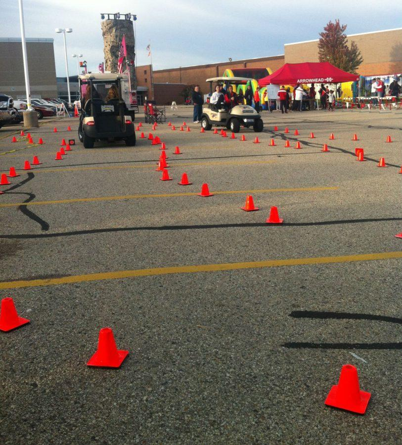 Arrowhead+volunteers+guided+participants+in+a+course+to+test+distracted+driving