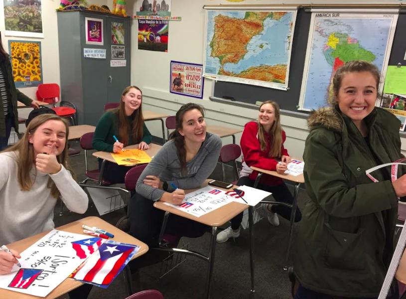 "Spanish Students say, ""iBienvenidos!"" to Spanish Honor Society Applications"