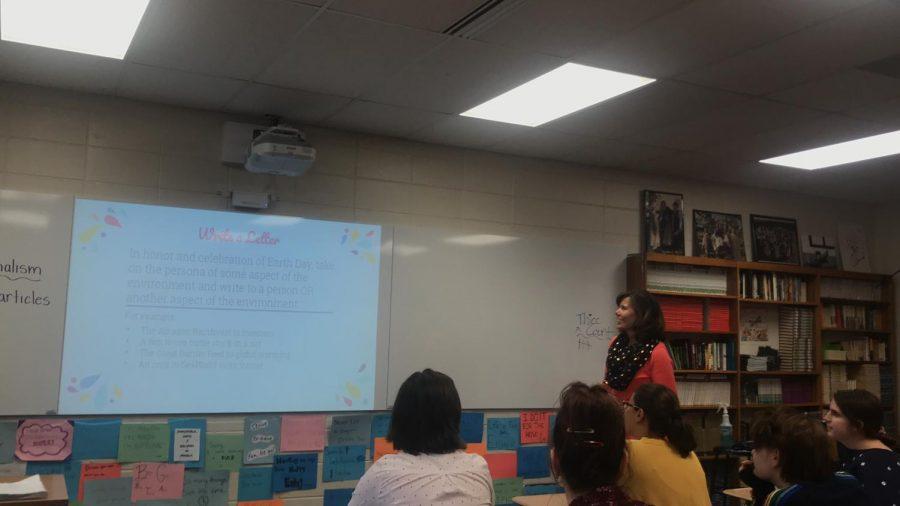 Terri+Carnell+smiles+as+she+teaches+the+class.